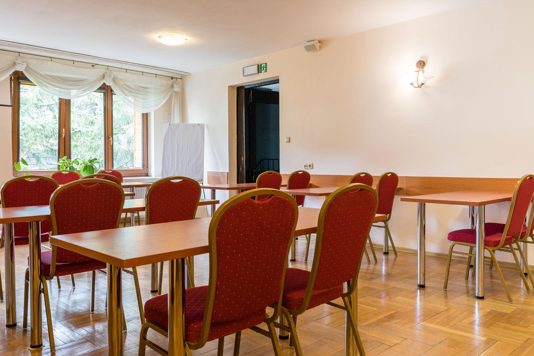 Układ stołów w sali konferencyjnej hotelu Boruta